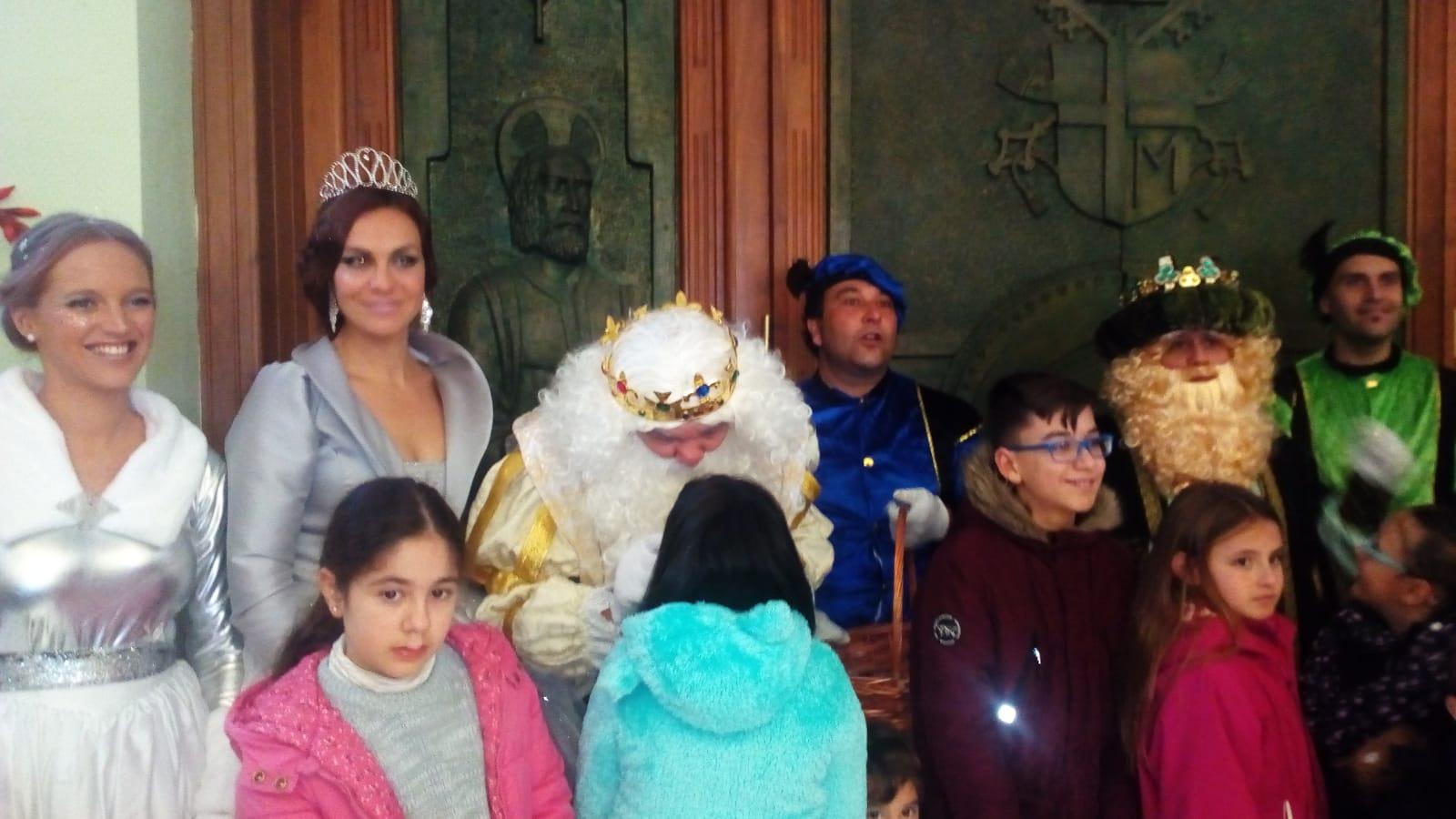 Visita SS.MM Los Reyes Magos por Huelva 05-01-2019